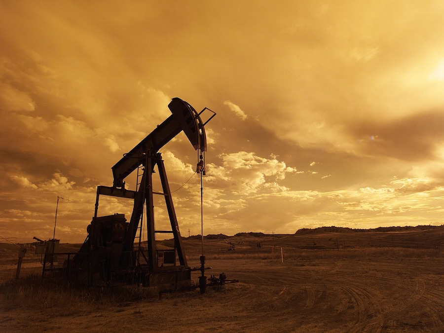 Petrolio, Brent: su e giù da quota 50
