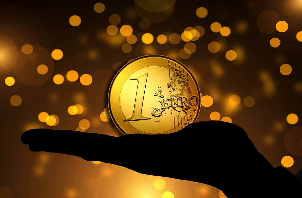 Euro forte: lamentarsi non ha senso