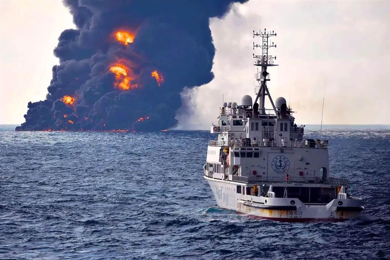 Petrolio: affonda la petroliera iraniana al largo della Cina