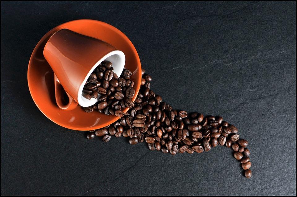 Caffè: Commerzbank ottimista per il 2018. Male Cacao e Zucchero